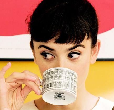 تغییر رنگ دندان در اثر نوشیدن چای یا قهوه